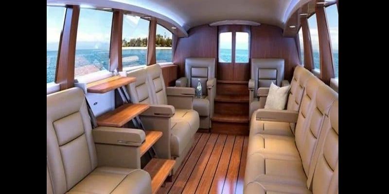 Voici l'incroyable limousine conçue pour se déplacer sur terre et dans l'eau (photos)