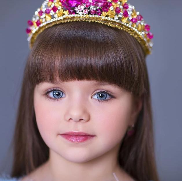 La petite Anastasia Knyazeva désignée la plus belle fillette du monde (photos)