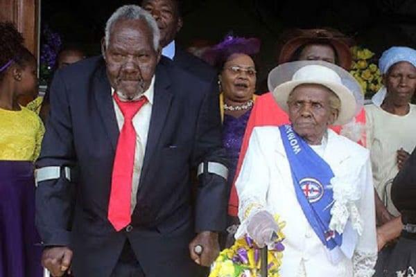 Kenya: Après 63 ans de vie commune, un homme de 94 ans épouse finalement sa conjointe de 93 ans