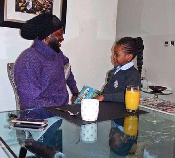 Emmanuel Adébayor serait en couple avec une star namibienne: PHOTOS