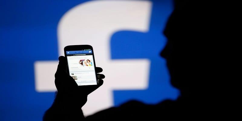 Un-groupe-secret-humilie-les-femmes-sur-Facebook