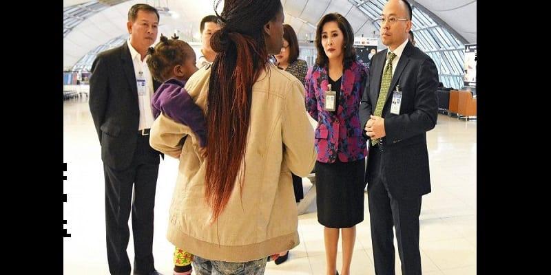 Thaïlande: une famille zimbabwéenne bloquée à l'aéroport de Bangkok depuis des mois (photos)