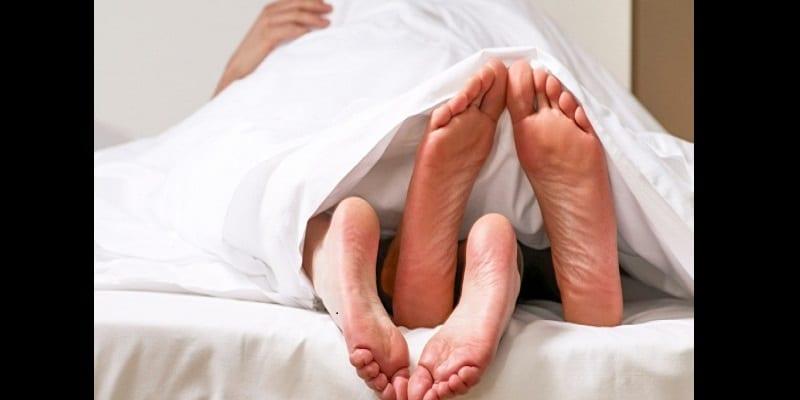couple voici les 10 bienfaits du sexe sur votre sant. Black Bedroom Furniture Sets. Home Design Ideas
