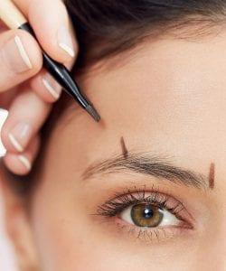 Beauté: Technique pour façonner vos sourcils selon la maquilleuse Lisa Dixon