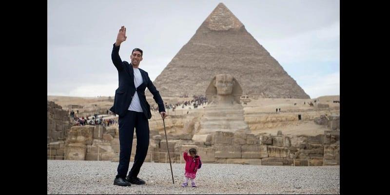 La plus grande fille du monde rencontre le plus petit homme