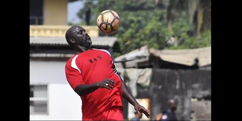 Liberia: George Weah fait un retour sur la pelouse et dissipe les doutes sur ses capacités à diriger le pays (photos)