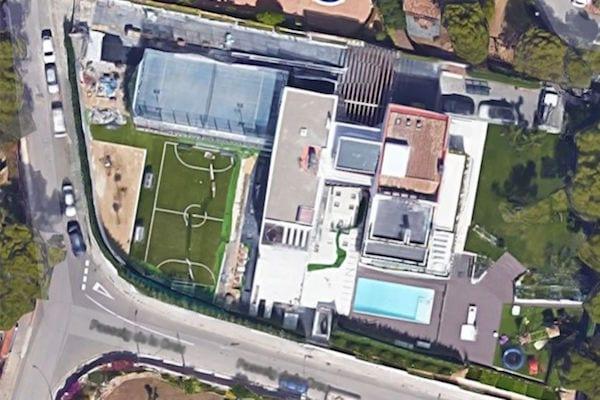 FC Barcelone: Luis Suarez achète une maison à Coutinho