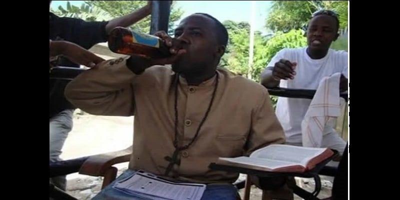 Tanzanie: un «prophète» arrêté pour avoir embrassé sa femme et sa ménagère (photos)