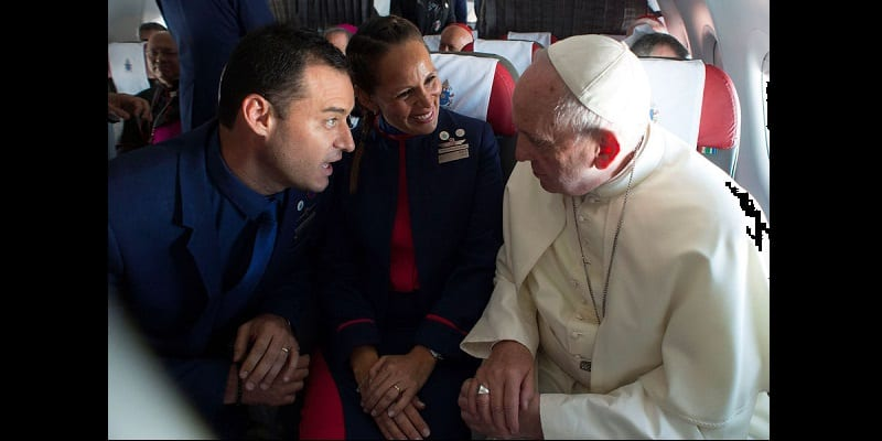 Chili: Le Pape François célèbre un mariage en plein vol (photos)