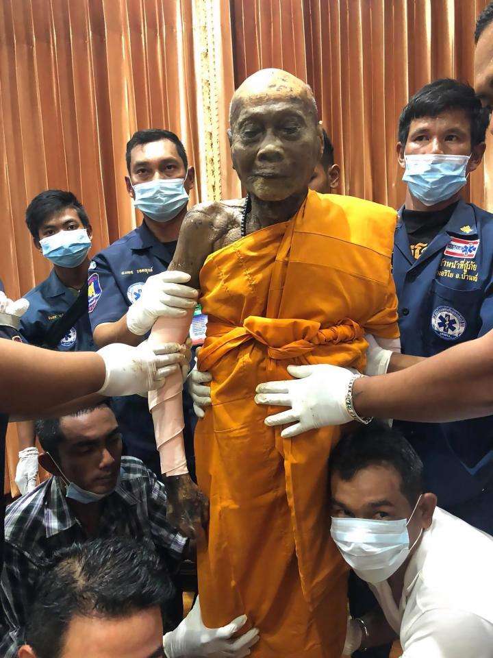 Incroyable: Un moine bouddhiste sourit des mois après sa mort (PHOTOS)