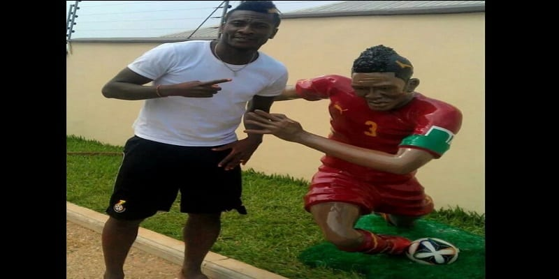 Ghana: Asamoah Gyan honored with a failed statue (photos)