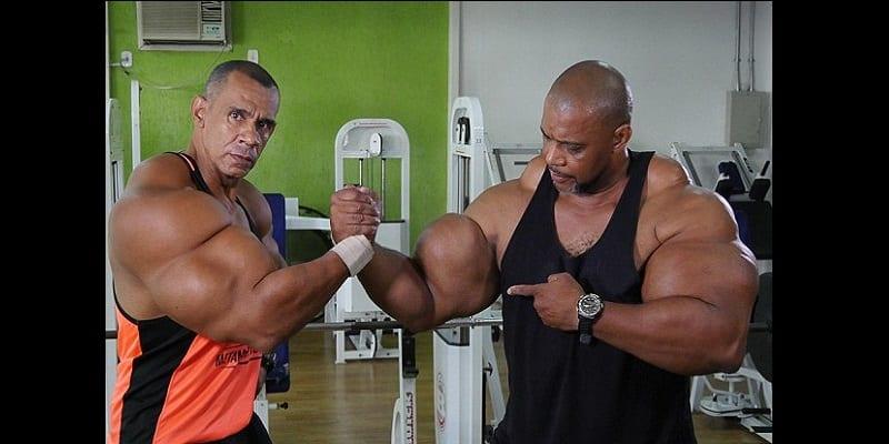 Brésil-insolite: ils s'injectent des produits chimiques pour gonfler leurs biceps (photos)