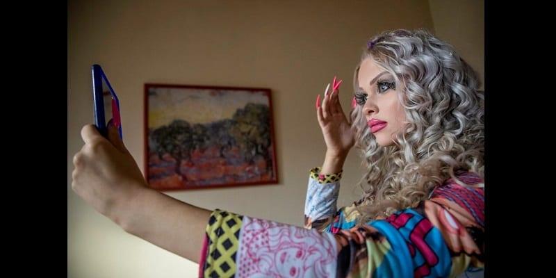 Insolite: Une adolescente dépense 1000 livres par mois pour ressembler à une poupée (photos)