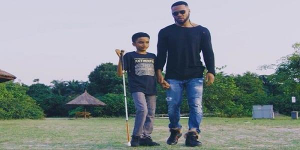 Showbiz: Flavour révèle pourquoi il a choisi de chanter avec le jeune aveugle Semah