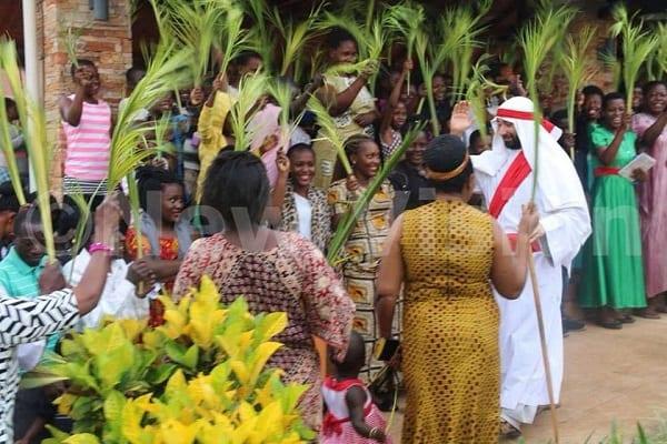 Ouganda: Polémique autour d'un blanc jouant le rôle de Jesus (PHOTOS)
