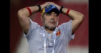 """Résultat de recherche d'images pour """"le Chirurgien de Diego Maradona affirme sa blessé aux genoux"""""""