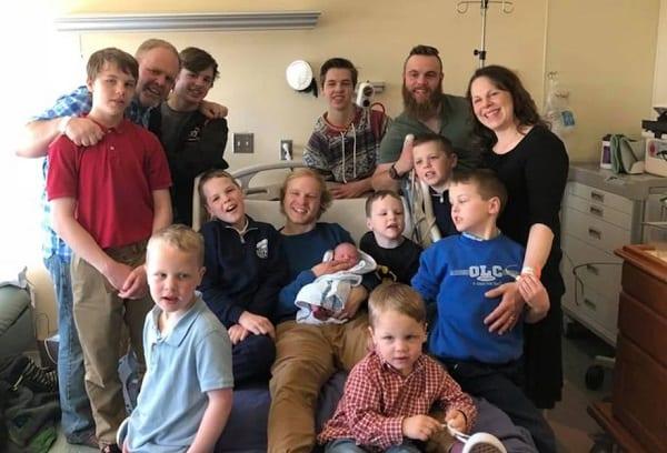 USA: Un couple avec 13 fils accueillent leur 14ème garçon