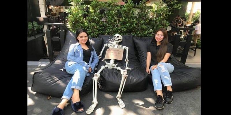 Bangkok: Découvrez le «café de la mort» où les clients s'enferment dans un cercueil (vidéo)