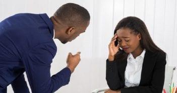 confidence patron harcèlement