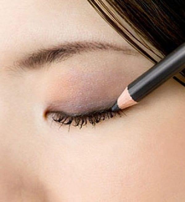 Astuce beauté: Mesdames, voici exactement quand vous devriez jeter votre maquillage