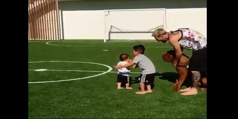 Découvrez le top 6 des footballeurs qui possèdent un terrain de football dans leurs jardins (vidéo)