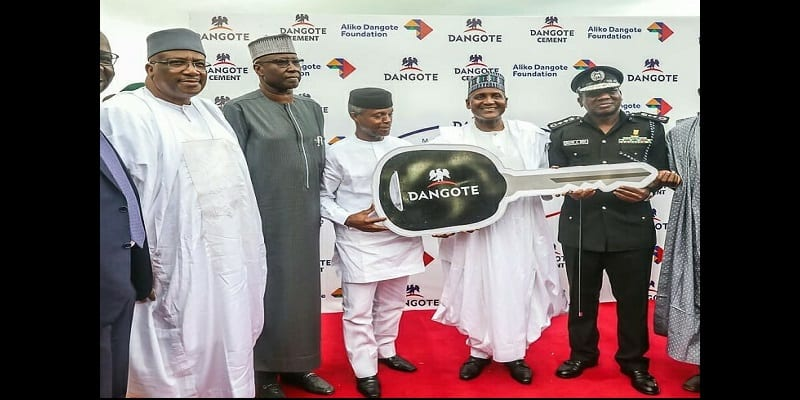 Nigeria: Le milliardaire Aliko Dangote offre 150 véhicules de patrouille à la police (photos)