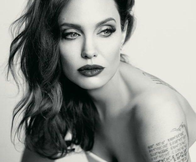 Révélation: La dermatologue d'Angelina Jolie dévoile le secret de sa belle peau