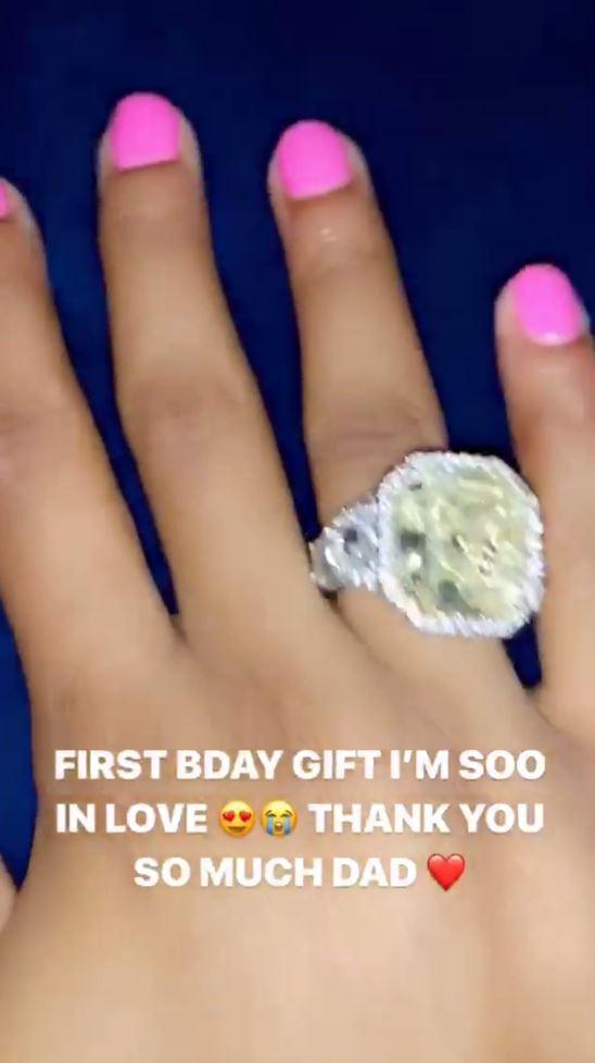 People: Floyd Mayweather offre une bague de 5 millions de dollars à sa fille (vidéo)
