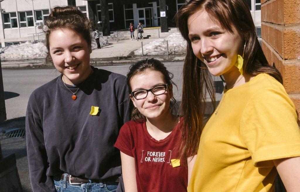 Québec : Des lycéennes contre le port obligatoire du soutien-gorge