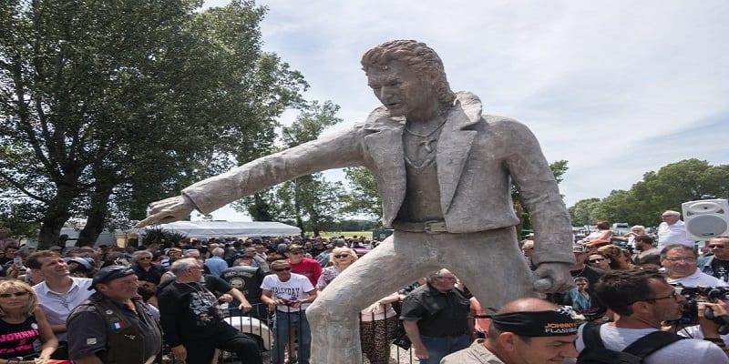 une-statue-johnny-hallyday-inauguree-ardeche-e1529315574263