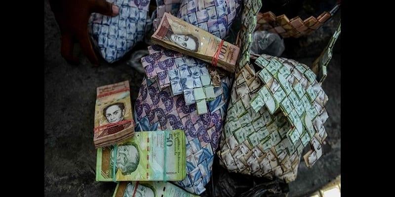 Venezuela: La monnaie sans valeur désormais utilisée pour fabriquer des objets artisanaux  (vidéo)