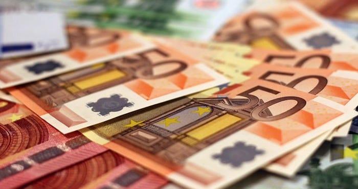 Insolite Il Vend Un Meuble Sur Internet Et Oublie Dedans 180 000 Euros