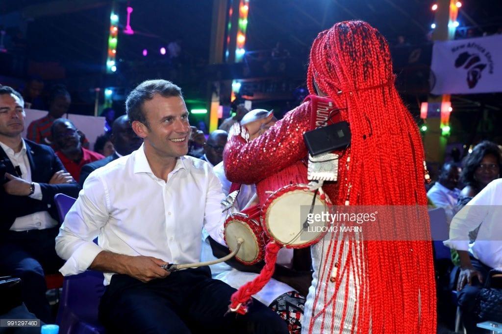 Nigeria: Emmanuel Macron fait le show dans une salle de concert (vidéo)
