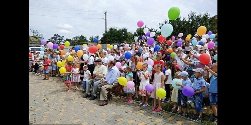 Record: 87-year-old man with 13 children, 127 grandchildren, 203 great grandchildren (photos)