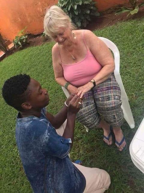 Une grand-mère suédoise de 70 ans se fiance à son petit-ami de 19 ans (photos)