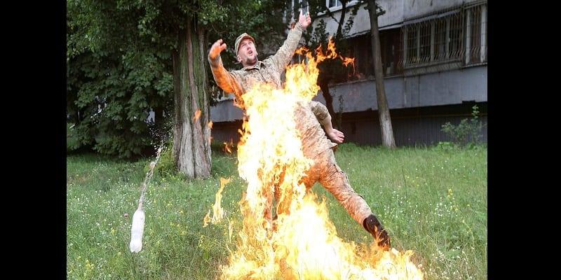 Ukraine : Limogé, un soldat tente de s'immoler par le feu (vidéo)