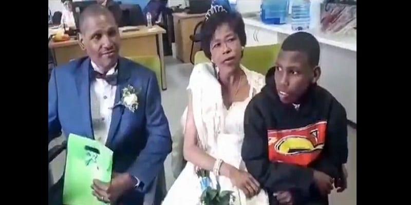 Afrique du Sud: Un couple sans-abri se marie après une relation de 30 ans (photos)