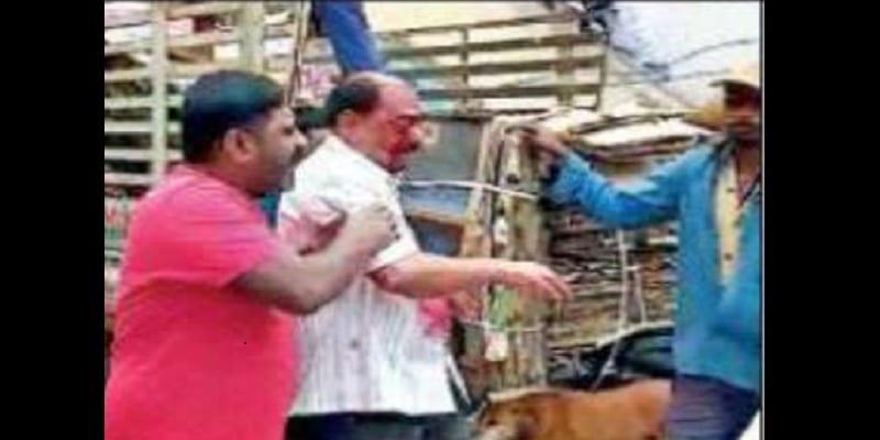 Horreur en Inde: Un homme crève l'œil de son père. La raison (vidéo)