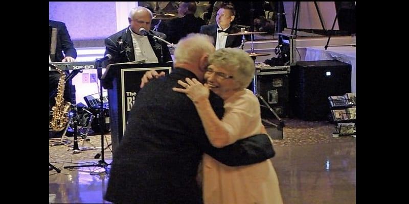 États-Unis: Une femme de 93 ans épouse son amoureux de 86 ans (photos)