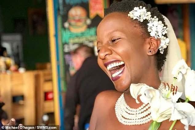 Fatiguée d'être célibataire, une ougandaise a trouvé une solution