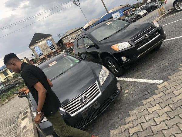 Une Nigériane de 19 ans achète deux voitures pour ses parents: PHOTOS