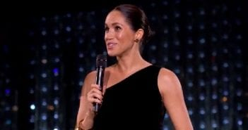 photos.-meghan-markle-fait-une-apparition-surprise-aux-british-fashion-awards-affiche-son-joli-baby-bump