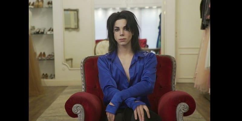 Il dépense 30 mille $ pour ressembler à Michael Jackson (Vidéos)
