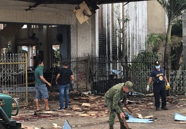 Philippines: double attentat contre une église catholique durant la messe. Le Pape François réagit!