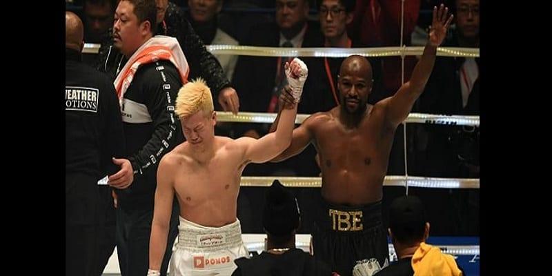 Boxe: Floyd Mayweather gagne 9millions de dollars après deux minutes de combat (vidéo)