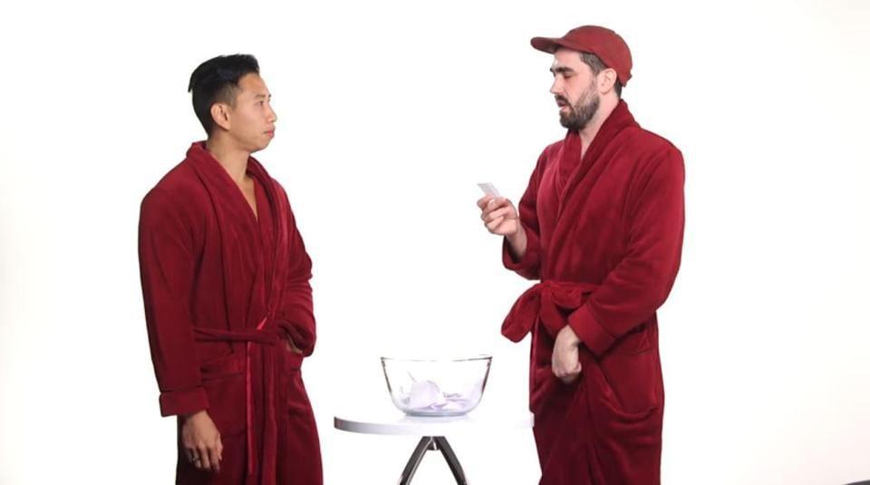 4 hommes se mettent nus pour comparer la taille de leur pénis-Photos