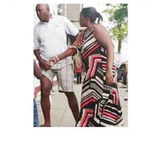 Affirmant être impuissant, son épouse le surprend avec une autre femme et l'humilie