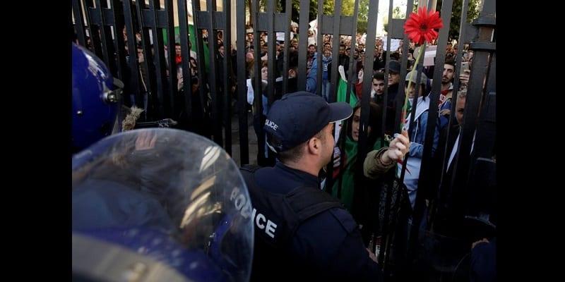 Algérie : Les étudiants protestent contre la candidature d'Abdelaziz Bouteflika (vidéo)