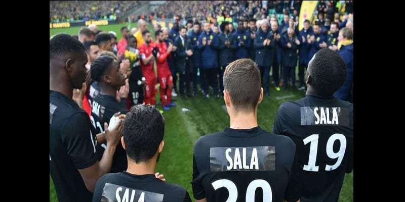 Mort d'Emiliano Sala: Le FC Nantes lui rend un vibrant hommage (vidéo)