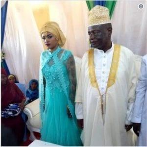 Tanzanie : Un politicien de 73 ans épouse une jeune fille de 25 ans (vidéo)